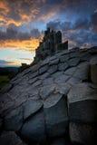 Roca asombrosa durante puesta del sol ardiente, altiplanicies bohemias centrales, República Checa de la camarera Fotos de archivo