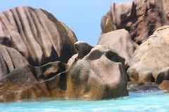 Roca asombrosa en la playa Imagenes de archivo