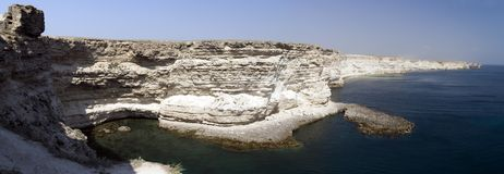 Roca blanca en la playa Foto de archivo libre de regalías