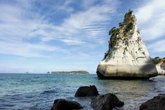 Roca blanca en la playa Fotografía de archivo libre de regalías