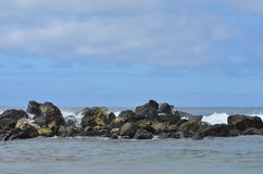 Roca, cielo, nubes, montañas Foto de archivo