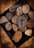 Roca con la cruz imágenes de archivo libres de regalías