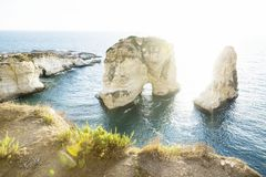 Roca con luz del sol del contraluz, Beirut, Líbano de la paloma Imagen de archivo libre de regalías