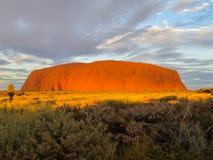 Roca de Ayers en la puesta del sol Imágenes de archivo libres de regalías