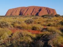 Roca de Ayers en un paisaje del desierto Fotos de archivo