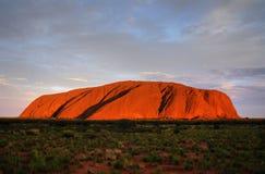 Roca de Ayers (Uluru) - puesta del sol Foto de archivo