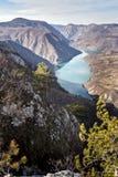 Roca de Banjska del punto de vista en la montaña de Tara que mira abajo al barranco del río de Drina, Serbia del oeste Imagenes de archivo
