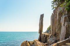 Roca de equilibrio en Long Island Fotos de archivo libres de regalías