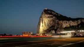 Roca de Gibraltar en la noche imágenes de archivo libres de regalías
