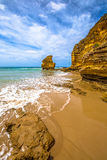 Roca de la tabla en el gran camino del océano Imagenes de archivo