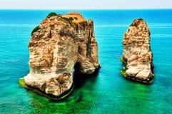 Roca de las palomas en Beirut imagenes de archivo