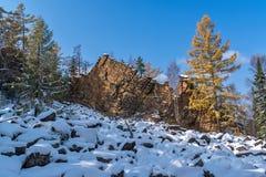 Roca de los espejos en la meseta de Olkhinskoye Imagenes de archivo