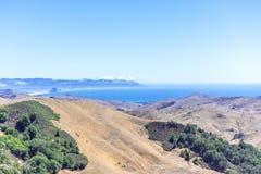 Roca de Morro, bahía de Morro, y Montana de Oro según lo visto de la carretera 46 Fotografía de archivo