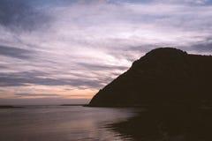 Roca de Morro en la puesta del sol imagen de archivo libre de regalías
