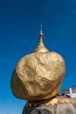 Roca de oro Imagen de archivo libre de regalías