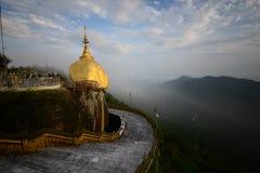 Roca de oro Myanmar Fotos de archivo