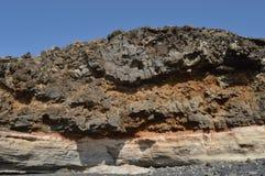 Roca de piedra y cielo azul Imágenes de archivo libres de regalías