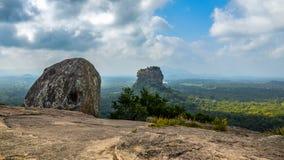Roca de Sigiriya, visión desde la roca de Pidurangala Sri Lanka imagen de archivo libre de regalías
