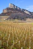 Roca de Solutre con los viñedos Imágenes de archivo libres de regalías