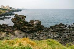 Roca de Yongduam (Dragon Head Rock) Jeju, Corea del Sur Imagenes de archivo