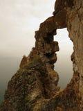 Roca del arco cerca de la bahía de Aya en el lago Baikal Foto de archivo libre de regalías