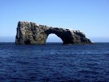 Roca del arco, islas de canal Imagen de archivo libre de regalías