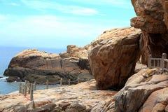 Roca del filón en la costa de la isla de meizhou Imagen de archivo