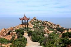 Roca del filón en la costa de la isla de meizhou Imagenes de archivo