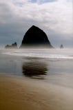 Roca del Haystack con marea baja foto de archivo libre de regalías