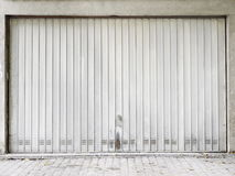 Roca del metal de la puerta del garaje Imágenes de archivo libres de regalías