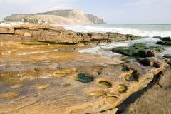 Roca del océano con una visión - horizontal Imagenes de archivo
