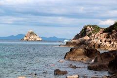 Roca del tiburón en el mar Imagen de archivo
