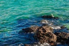 Roca en el mar azul Fotos de archivo