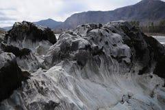 Roca en el río Fotos de archivo
