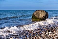 Roca en la orilla del mar Báltico Imagen de archivo libre de regalías