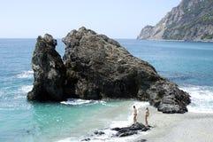 Roca en la playa Imagenes de archivo