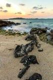 Roca en la playa Fotos de archivo libres de regalías