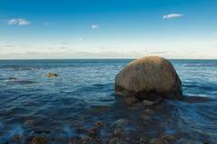 Roca en la playa Fotografía de archivo