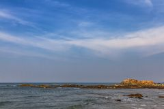 Roca en la playa de GOA imágenes de archivo libres de regalías