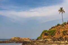 Roca en la playa de GOA Imagen de archivo