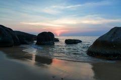 Roca en puesta del sol Imagen de archivo libre de regalías