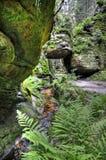 Roca en un valle en Fotografía de archivo