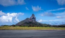 Roca enorme en Fernando de Noronha Fotografía de archivo libre de regalías
