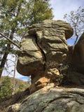 Roca equilibrada encima del soporte Lemmon fotos de archivo