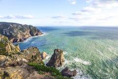 roca för caboda portugal Sikt av Atlanten från klippan Arkivbild