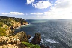 roca för caboda portugal Sikt av Atlanten från klippan Royaltyfria Foton