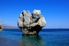Roca grande en el mar foto de archivo libre de regalías
