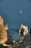 Roca inusual en el mar Imágenes de archivo libres de regalías