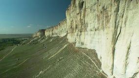 Roca natural escarpada blanca almacen de video