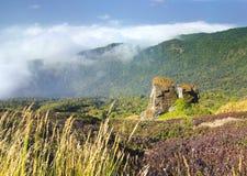 Roca natural hermosa en la montaña Fotos de archivo